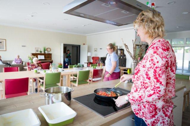 Wir brauchen keinen Menüdienst. Alle Mahlzeiten werden frisch in der Wohnküche zubereitet. (Foto: SMMP/Beer)