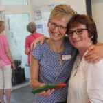 Die Hausmanagerin der WG in Heiden, Agnes Wüller, gratuliere Andrea Wollner-Beermann, der Hausleiterin der WG in Sünninghausen, Andrea Wollner-Beermann, zur Einsegnung. Einsegnung